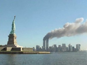 Statue_of_Liberty_and_WTC_fire
