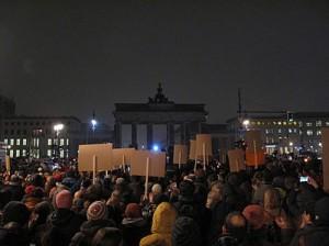 Berlin_schaltet_Pegida_das_Licht_aus-z